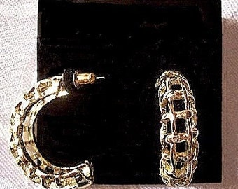 Square Windowpane Half Hoops Pierced Post Stud Earrings Gold Tone Vintage Textured Curved Open Ribs