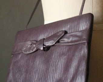 Vintage 80's textured leather purse in eggplant purple