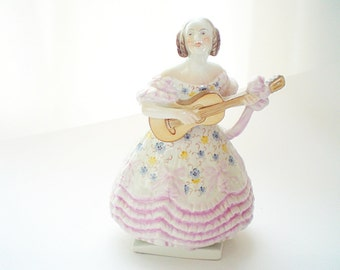 Herend Porcelain Figurine Mrs Dery Lady with Guitar 5753 Pink
