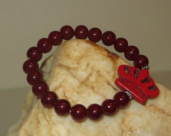 Red Magnesite Crown Stretch Bracelet with Maroon Resin Beads