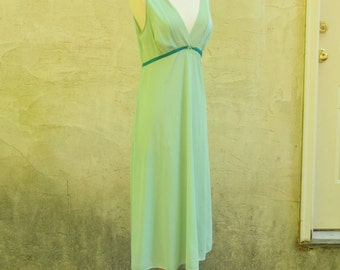 1970s Celadon Green Nightgown sz. M // Vanity Fair Lingerie