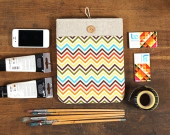 50% OFF SALE White Linen iPad Case with colorful chevron print pocket. Padded Cover for iPad 1 2 3 4. iPad Sleeve Bag.