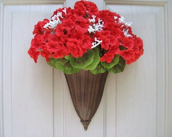 Red Geraniums Wreath Alternative, Red Wreath, Red Floral Wreath, Farmhouse Decor, Patriotic Decor, Front Door Wreath, Spring Wreath