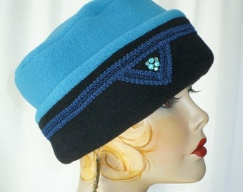 Woman's Teal and Black Pillbox Lid