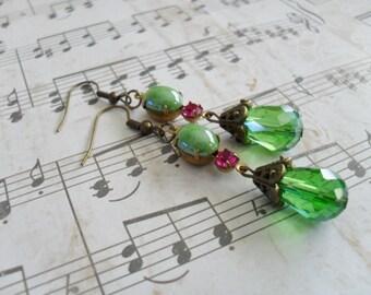 VINTAGE GREEN Rhinestone Glass Cabochon & Crystal Drop EARRINGS  / Czech Glass / Dangle / Bridesmaid Earrings / Green Crystal Earrings