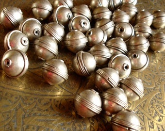 Moroccan tarnished light coppery golden silver  colour bead (8)