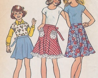 1975 Girls Flippy Bias Mini Skirt and Pullover Top Vintage Pattern, Simplicity 6869, 4 Gore Flared Skirt,Ties, Round Neck, Cap Sleeve Blouse