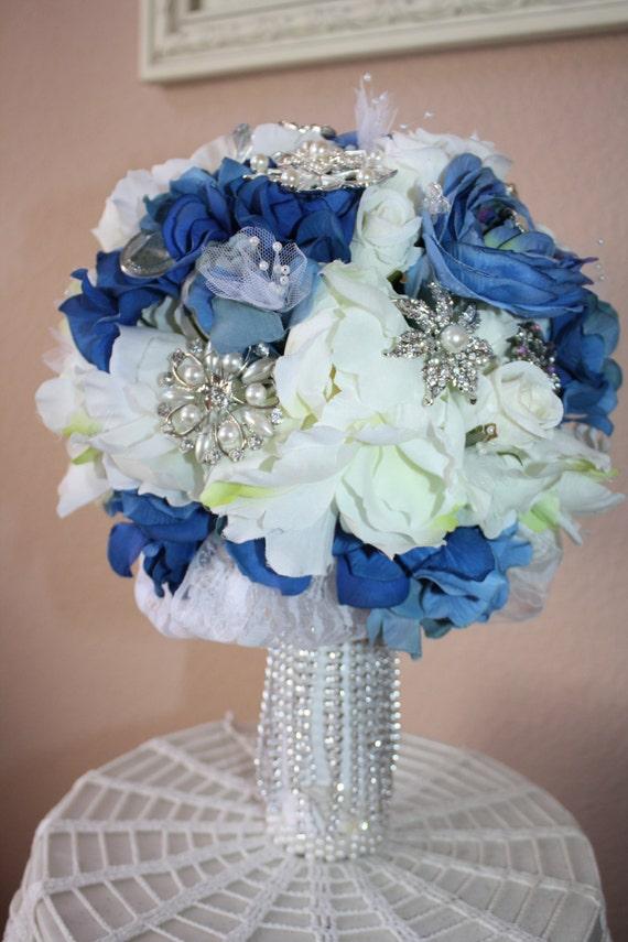 Mariage mari e broche bouquet bleu marine blanc par theglitterboxlc - Bouquet mariee bleu ...