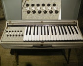 Chord Organ Italian Made Metal Case 1950's Montgomery Ward Model GEA 62-884 7A Works Great!
