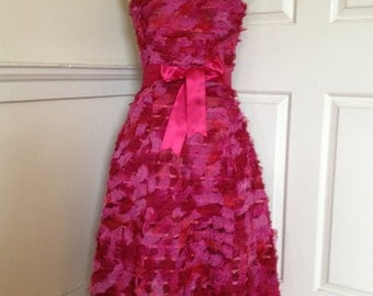 Beautiful rag-ribbon strapless cerise pink 50s-style prom dress