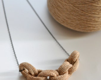Knitted Chain Link Necklace - Peach