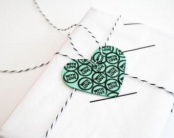 10 medium heart tags