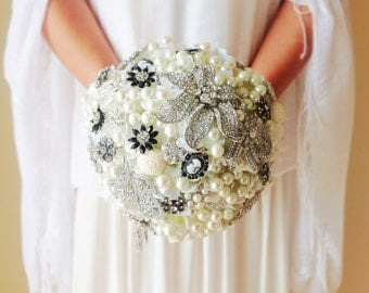 Brooch bouquet, black brooch bouquet, Brooch and pearl bouquet, cameo brooch bouquet, Alternative bridal bouquet,large brooch bouquet