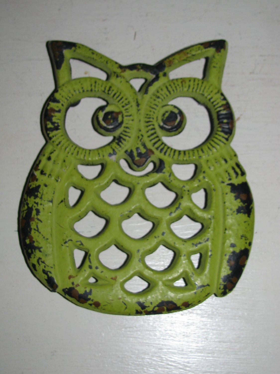 Shabby owl trivet lime kitchen home decor by vintageabcs Owl kitchen accessories