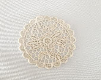 Adorable Vintage Flower Lace Medallion Appliqué - ECRU - Sewing & Craft Embellishments