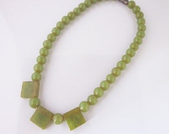 Olive green bakelite necklace// art deco