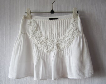 White Mini Skirt Embroidered Flowers Ruffle Cotton Summer Skirt Size Small