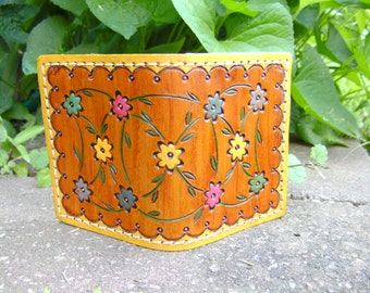 Women's Leather Wallet - I.D - Credit Card -  Debit Card Holder - In Daisy Chain Floral Design - Handmade