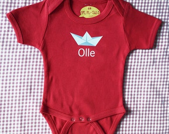 Paper boat! Personalized onesie with a paper boat (and the name of the baby)
