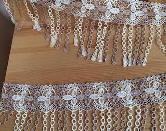 Fringe style lace
