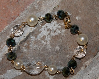 Beautiful elgant green, white, clear beads stranded on a gold chain - BX6