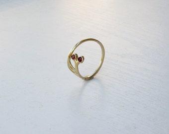 Animal Snail Ring with Garnet Gem stone - January gemstone - Dainty Snail jewelry - slug ring