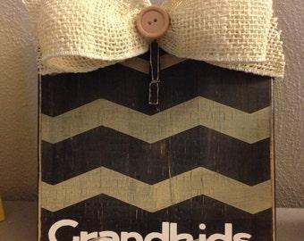 "Black/Khaki Chevron Distressed Painted Wood Block Frame with Burlap Bow & Vinyl ""Grandkids"""