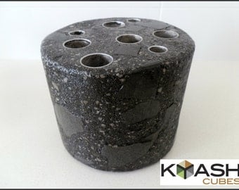 Swivel pen holder, concrete and stone - charcoal with Basalt Blue stone