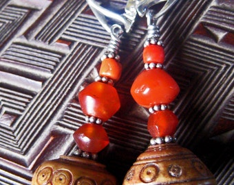 Ancient spindle whorls and carnelians earrings composition
