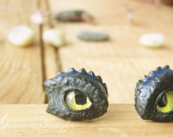 night fury, toothless , How to train your dragon inspired stud earrings  ,night glow