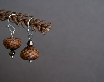 mismatch earrings with real acorns - rustic jewelry - small earrings - eco friendly - earthy