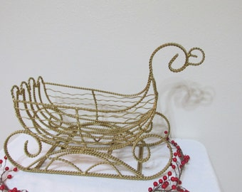 Holiday Sleigh Wire Gold Twisted Christmas Centerpiece