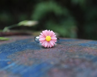 Light Pink Adjustable Daisy ring.