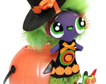 Witch Halloween felt doll Bruxa