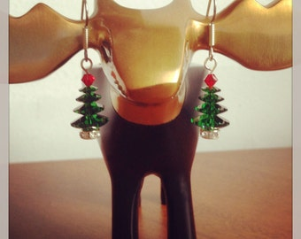 Swarovski Christmas Tree Earrings (Green) >> Christmas Earrings, Xmas Earrings, Swarovski Crystal, Holiday Earrings, Holiday Gift, Dangly
