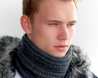 Chunky scarf for men. Gray Snood. Infinity scarf. Grey Chunky Knit Scarf. Men's Knit Circle Scarf. Knit Cowl Scarf. Mens Cowl Scarf.