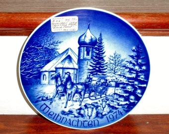 """BAREUTHER PLATE GERMANY Black Forest  Porcelain Collectors Blue White Bavaria Christmas 1974 Sleigh Hinterzarten 7 3/4"""" Excellent Condition"""