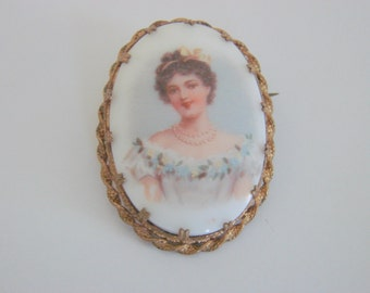 Lovely Victorian Hand Painted Porcelain Brooch / Jewelry / Jewellery