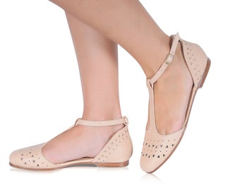 MOZAIC. Pointy flats / t-strap shoes / womens shoes / leather shoes / ballet flats / flat shoes. Available in different leather colors.
