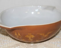 Vintage Brown Pyrex Large 4 Quart Bowl