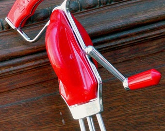 Handmixer Egg-Beater Maid Of Honor Cherry Red Kitchen Tool 1950s USA