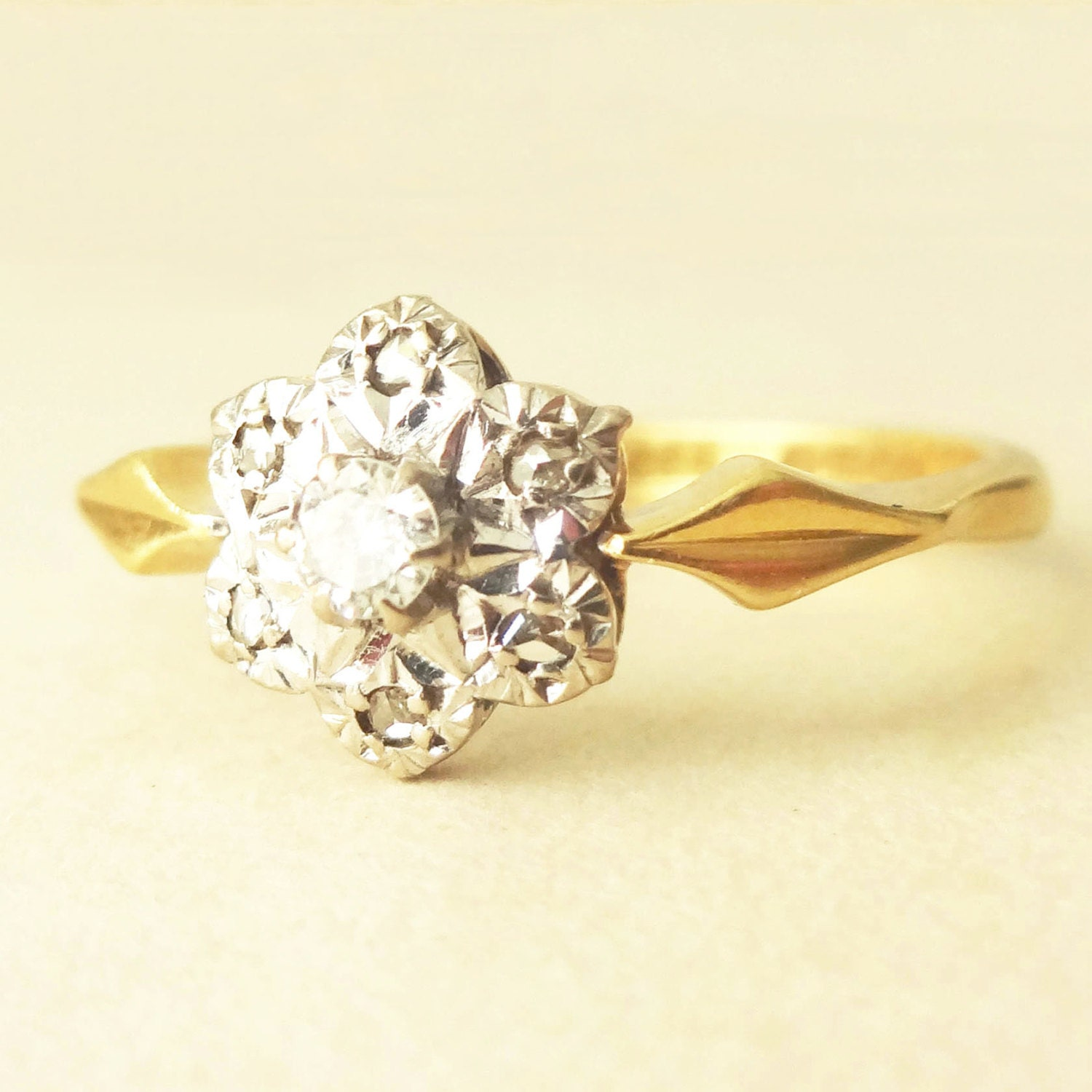 Vintage 18k Gold & Diamond Flower Ring Vintage Diamond