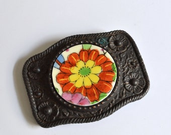Simple Circle Recycled China Belt Buckle - Red Flower