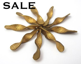 Vintage Brass Twisted Charms (24x) (V486) S A L E - 50% off