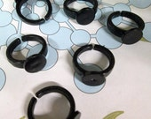 Children's Black Plastic Ring base with a 9mm glue pad size 3