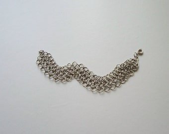 Bracelet Silver Tone Gift Box Included