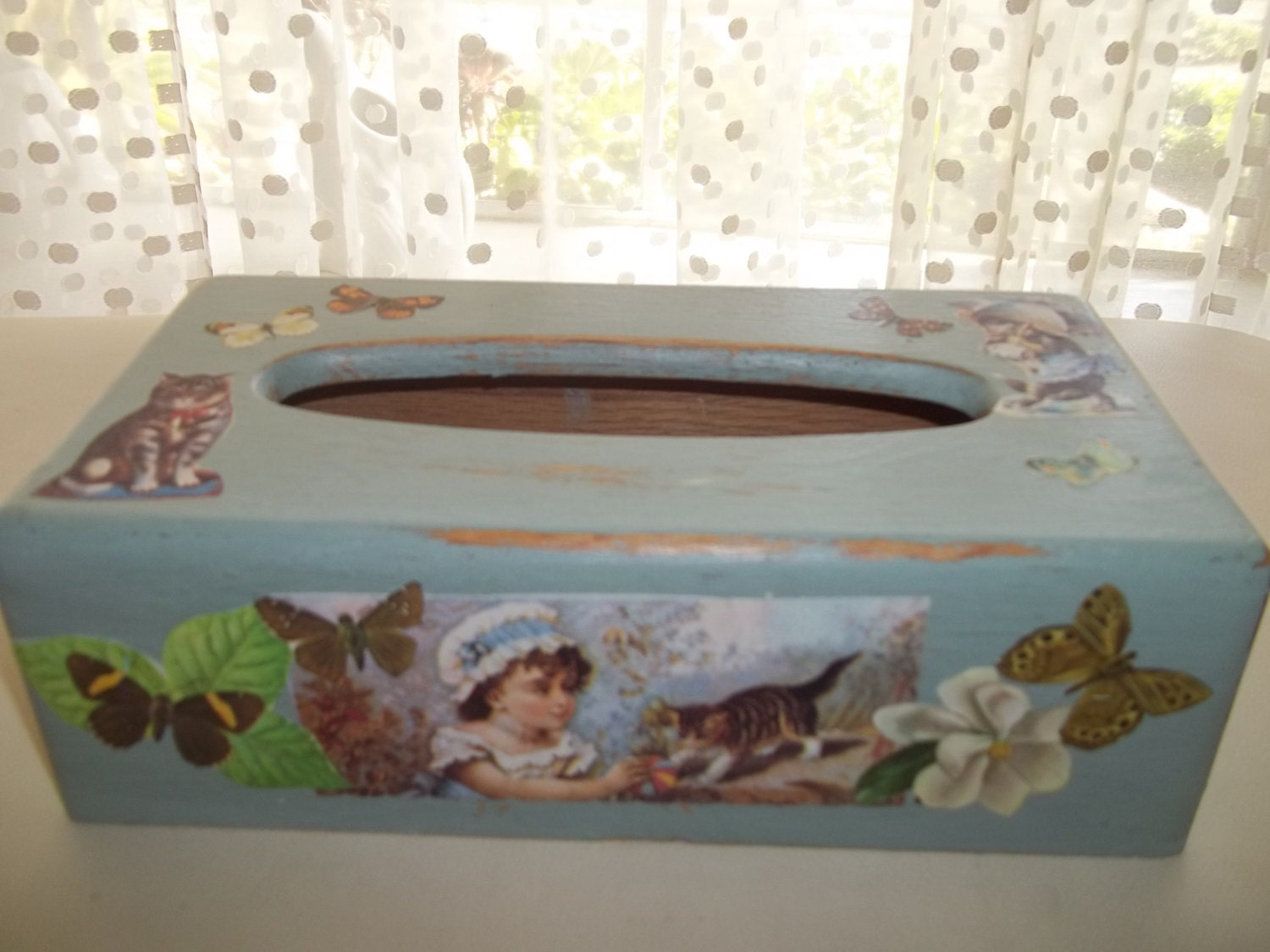 Upcycled painted tissue box cover shabby chic annie sloan for Tissu shabby chic