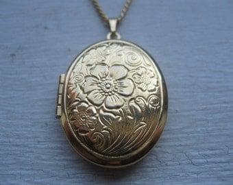 Vintage flower locket