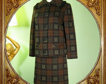 60s plaid 2-piece suit with fringed collar. S