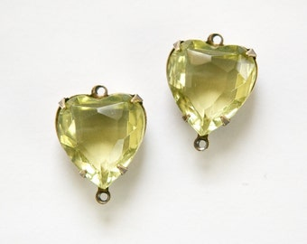 Jonquil Glass Heart  Connectors 2 Loop Brass Ox Setting 15mm hrt006X2